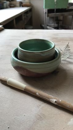 colettecherie.ceramics on Instagram: a fave glaze & clay body combo... bit of fun with reels ~ those luscious drips and layers!! 💚🤎 . #bronzeandgreens #littlegreenbowls… Pools, Glaze, Emerald, Layers, Ceramics, Tableware, Fun, Instagram, Enamel