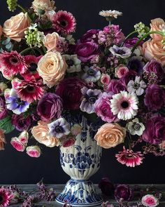 Natasja Sadi from Cake Atelier Amsterdam creates amazing floral arrangements usually using blue and white vases and jars. This one features roses rununculus anemones and gerbera daisies. Beautiful Flower Arrangements, My Flower, Flower Art, Flower Power, Floral Arrangements, Beautiful Flowers, Blue And White Vase, White Vases, Arte Floral