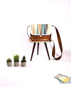 Schultertasche mit Retro Wellenmotiv / small shopper bag, retro pattern, pastel by donner-littchen via DaWanda.com