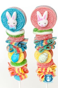 2 Easter Candy Kabobs by SweetsIndeed on Etsy Candy Pop, Gummi Candy, Food Humor, Funny Food, Sour Belts, Candy Kabobs, Speckled Eggs, Fun Fair, Lollipop Sticks