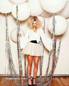 Glam up your New Year's Eve party balloons with some silver tassels. – Brit Morin Glam up your New Year's Eve party balloons with some silver tassels. Glam up your New Year's Eve party balloons with some silver tassels. Nye Party, Festa Party, Party Time, Party Fun, 30th Party, Casino Party, Halloween Party, Sylvester Party, Diy Party Dekoration