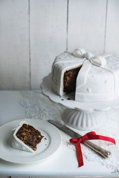 I've discovered there are quite a few people in this world who don't  like Christmas cake. I can't believe it! Christmas cake would have to be one of my favourite treats out there (as long as I have a corner slice with marzipan and icing - that's the best part). Like it of loath it, this is my