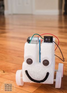 Simple Homemade Robot Car use in 2019 for SRP space moon or mars rover Stem Projects, Science Fair Projects, Projects For Kids, Diy For Kids, Crafts For Kids, School Projects, Robot Kits, Diy Robot, Robot Crafts