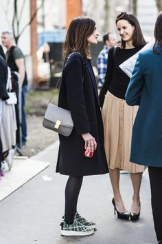 Hair- shoulder length, layers, movement. | Source: LA Cool et Chic via Street Style Inspired