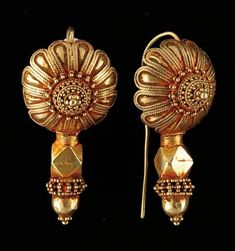 India | Pair of gold earrings from Gujarat | 450 € ~ sold