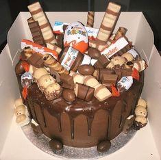 Candy Cakes, Cupcake Cakes, Bolo Tumblr, Chocolate Bar Cakes, Chocolate Icing, Nutella Cake, My Birthday Cake, Drip Cakes, Easy Cake Recipes