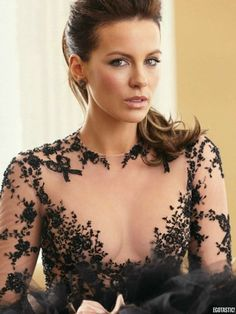 Gorgeous Kate Beckinsale in a vine-pattern transparent lace evening dress, star of Much Ado About Nothing, Underworld, and Love & Friendship, a modern classic beauty. Kate Beckinsale Style, Kate Beckinsale Pictures, Kate Hudson, Beautiful Celebrities, Beautiful Actresses, Gorgeous Women, Actrices Hollywood, Celebrity Style, Celebs