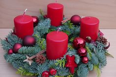 Adventskranz frisch gebunden The Effective Pictures We Offer You About DIY Candles making A quality picture can tell you many things. You can find the most beautiful pictures that can be presented to Christmas Garden Decorations, Christmas Wreaths, Christmas Crafts, Xmas, Table Decorations, Christmas Ornaments, Diy Candle Holders, Diy Candles, Pillar Candles