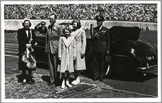 Olympische dag in het Stadion in Amsterdam, in aanwezigheid van koningin Juliana, prins Bernhard, prinses Beatrix en prinses Irene