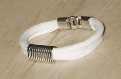 Biała jeansówka z klamrą White jeans bracelet with a buckle White Jeans, Bracelets, Cotton, Jewelry, Fashion, Moda, Jewlery, Jewerly, Fashion Styles