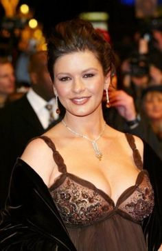 Catherine Zeta-Jones is one of the gorgeous celebs and we shared her amazing images where she wore a brown dress. Catherine Zeta Jones, Beautiful Celebrities, Beautiful Actresses, Beautiful Women, British Actresses, Actors & Actresses, Alice Faye, Actrices Sexy, British Academy Film Awards