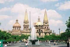 Sus bellos edificios antiquísimos, la ciudad es bellísima.