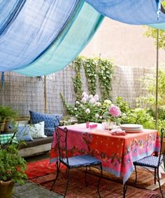 Great outdoor dining idea if you live in the city.