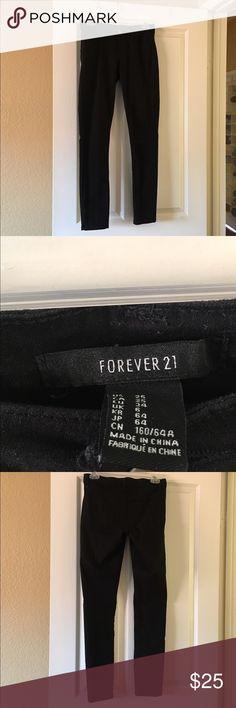 Black skinny jeans Dark black skinny jeans from forever 21! Forever 21 Jeans Skinny