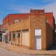Golden Glaze Donut Shop still has the best donuts in town ~ Saint Joseph, Missouri