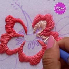 ¡Hola! Aprende a bordar una flor de cayena con aguja mágica. Hand Embroidery Videos, Embroidery Stitches Tutorial, Hand Embroidery Flowers, Embroidery Flowers Pattern, Flower Embroidery Designs, Silk Ribbon Embroidery, Embroidery Hoop Art, Doily Patterns, Dress Patterns