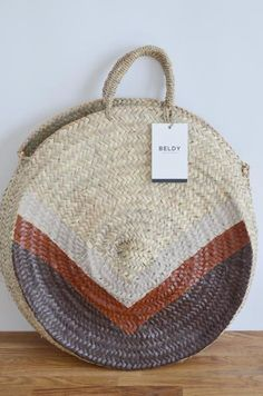 Panier osier rond Chilmuma My Bags, Purses And Bags, Handbag Accessories, Women Accessories, Handmade Handbags, Beautiful Handbags, Basket Bag, Summer Bags, Straw Bag