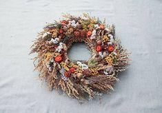 EriNik / Veniec Christmas Wreaths, Holiday Decor, Fall, Flowers, Autumn, Fall Season, Royal Icing Flowers, Flower, Florals