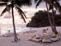 Conforme eu disse no post anterior, prefiro casamentos de dia. Mas o que eu gosto mesmo é de casamento na praia. Se eu pudesse escolher a...