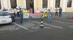 NONATO NOTÍCIAS: Concursados fazem manifestação em frente a prefeit...