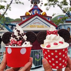 Stop by Mickey's Toontown for these adorable sundaes available @ Clarabelle's . Stop by Mickey's Toontown for these adorable sundaes available @ Clarabelle's . All Disney Parks, Disney World Food, Disney Desserts, Disney Snacks, Comida Disneyland, Disneyland Rides, Disneyland Halloween, Disneyland Resort, All You Need Is
