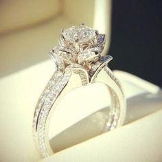 Unique Diamond Engagement Rings, Vintage Engagement Rings, Unique Rings, Beautiful Rings, Diamond Rings, Diamond Cuts, Diamond Flower, Solitaire Rings, Lotus Flower