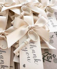 Segnaposto chiave in gesso + tag personalizzato Wedding Party Favors, Wedding Gifts, Wedding Decorations, Wedding Day, Wedding Parties, Wedding Boxes, Wedding Dreams, Wedding Reception, Wedding Planner Italy