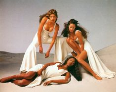 Naomi Campbell, Christy Turlington & Stephanie Seymour for Versace´s spring/summer 1993 by Avedon.