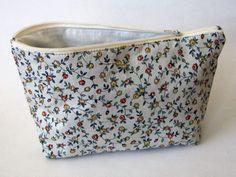 Schminktäschchen - Kosmetiktasche mit Blumenmuster - ein Designerstück von Norsthings bei DaWanda
