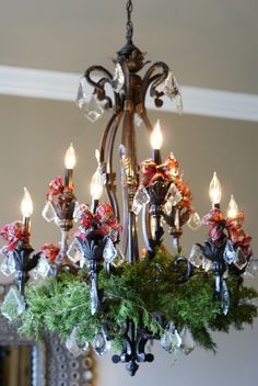 40 Fabulous Christmas Chandelier Ideas to Beautify Your Home Decoration Victorian Christmas, Rustic Christmas, Christmas Home, Christmas Holidays, Christmas Island, Christmas Cactus, Christmas Music, Christmas Movies, Christmas 2019