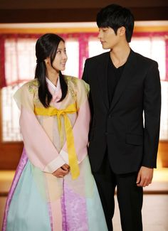 New Tales of Gisaeng (2011 Drama)--the onscreen couple, Im Soo Hyang and Sung Hoon, @ press conference