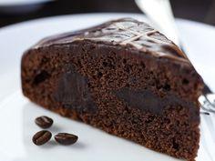 Sie lieben Kaffee? Dann ist dieses Rezept wie für Sie geschaffen. Kräftiger Espresso veredelt den Teig und macht den Kuchen unglaublich saftig.