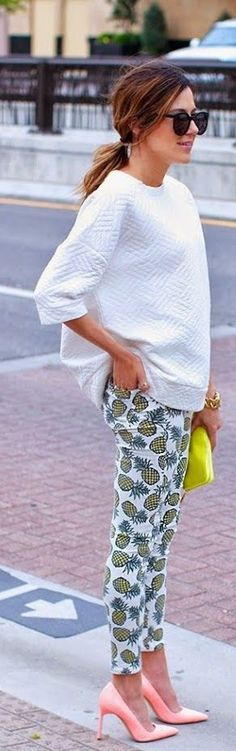 pineapple-print-pant-with-white-top-coral-pink-pumps