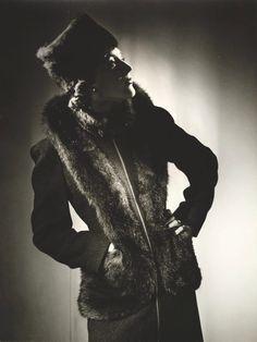Untitled (fashion illustration: model in a dark hat and fur coat), Photographs by Max Dupain by Max Dupain 1930s Fashion, Vintage Fashion, Historical Clothing, Fur Trim, Fur Coat, Glamour, Furs, Elegant, Womens Fashion