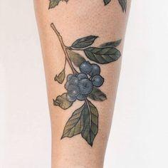 CURADO  #arandanos para @la_nayla ❤   Tengo turnos disponibles!   Turnos y consultas por mensaje privado.    #tattoo #botanicaltattoo #tattooed #tattoos #tattooartist #flores #belpainefilu #bttbuenosaires #inkedmag #inked #tattooart #tattoodesign #art #flowertattoo #tattoolife #equilattera #illustration #TAOT   #nature #botanical #garden #naturetattoo #smalltattoo #floraltattoo #greenpoint #tattooargentina