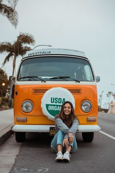 insta: brittramjit Vw Bus, Cute Photos, Cute Pictures, Tmblr Girl, Bus Girl, Photos Tumblr, How To Pose, Mellow Yellow, Selfies
