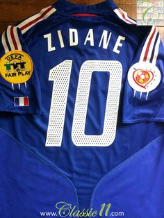 Relive Zinedine Zidane s Euro 2004 with this vintage Adidas France home  football shirt. 8b877e974