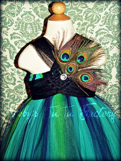Beautiful vibrant colors blend so elegantly to make this one of a ind peacock tutu dress. Copyright © 2008 by Abby's TuTu Factory. Peacock Halloween Costume, Diy Halloween Costumes For Kids, Peacock Tutu, Peacock Theme, Tutu Costumes, Costume Dress, Fairy Dress, Color Blending, Diy For Kids