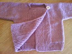 Este casaquinho de bebê foi feito por minha amiga Pati. Ele é muito legal porque é feito de tricô em uma peça única... adoro trabalhos qu...