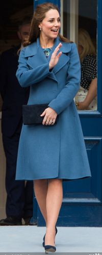Kate Middleton Glows In The Perfect Blue Winter Coat Kate Middleton Outfits, Kate Middleton Stil, William Kate, Prince William And Kate, Chic Winter Outfits, Blue Coats, Princess Kate, Duchess Kate, Royal Fashion