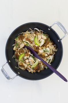 Experience a new take on pad Thai. Asian and Tex-Mex flavour meld in this easy-to-make dish. Healthy Cooking, Healthy Eating, Epicure Recipes, Fast Easy Meals, Tex Mex, Wok, Pasta Dishes, Recipies, Clean Eating