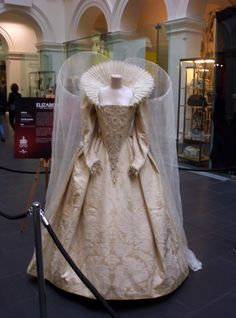 Dress worn by Cate Blanchett in Elizabeth: The Golden Age (2007), 16th century era movie