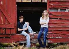 teenage siblings pose @Stephanie Close Fairchild Dail