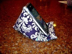 Pod Pillow Tutorial (for phone, iPad, Kindle, Nook - whatever)! Sewing Hacks, Sewing Tutorials, Sewing Patterns, Sewing Ideas, Fabric Crafts, Sewing Crafts, Sewing Projects, Support Smartphone, Pillow Tutorial