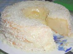 Pastel Atrapa Marido (Catch A Husband Cake) - Hispanic Kitchen You must have a very sweet tooth for this cake. The consistency is like that of a cheesecake. It is an uncommon and very tasty cake. Catch A Husband Cake Recipe, Cake For Husband, Just Desserts, Delicious Desserts, Yummy Food, Health Desserts, Food Cakes, Cupcake Cakes, Cupcakes
