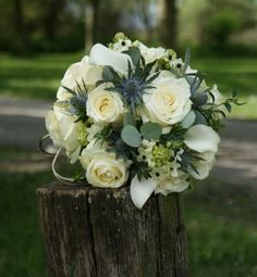 Ik heb voor het #bruidsboeket via de webshop een #bridy, #parelspelden en #koudlijm aangeschaft. En de bloemen een dag van tevoren in de #bridy g...
