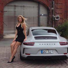 Porsche 911 x hot girl🥰 – Kleidermodelle – Porsche autos – Super Autos Porsche 911, Porsche Autos, Porsche Carrera, Auto Girls, Car Girls, Sexy Cars, Hot Cars, Sexy Autos, Carros Vw