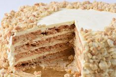 Goldilocks' Sansrival A rich, buttery, and chewy dessert which literally means without rival.A rich, buttery, and chewy dessert which literally means without rival. Asian Desserts, Delicious Desserts, Pinoy Dessert, Filipino Desserts, Filipino Food, Filipino Dishes, Easy Filipino Recipes, Baking Recipes, Cake
