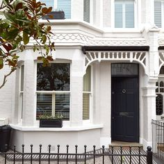 After a repeat viewing, the owners took on a run-down Victorian house and transformed it into a light-filled oasis of calm Victorian House London, Victorian Front Garden, Victorian Terrace Interior, Victorian Homes Exterior, Victorian House Interiors, London House, Victorian Decor, Victorian Houses, Terrace House Exterior