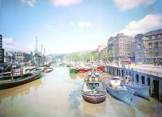 Our aim is to promote the international image of Bilbao City. Athletic Clubs, Old Pictures, Image, Laughing, Maritime Museum, Museums, Town Hall, Bridges, Antique Photos